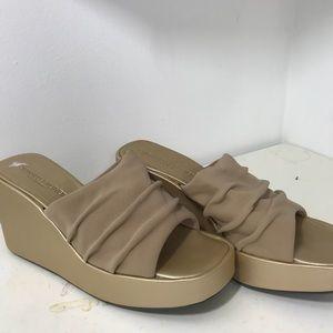 Donald Pliner Gold/Nude Platform Sandals Size 7.5